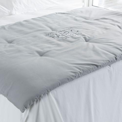 boutis motifs en coton blanc et gris 100 x 180 cm home vintage maisons du monde. Black Bedroom Furniture Sets. Home Design Ideas
