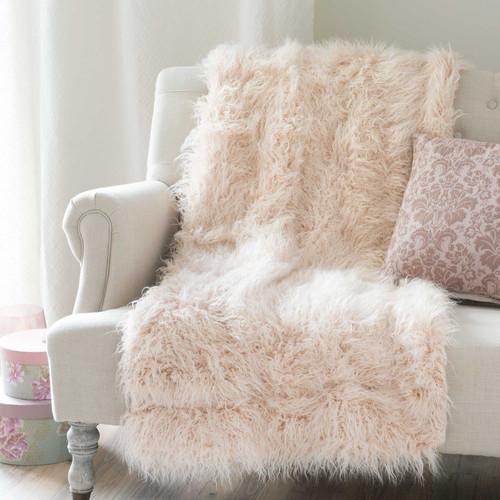 jet en fausse fourrure rose 130 x 170 cm astrakan blush. Black Bedroom Furniture Sets. Home Design Ideas