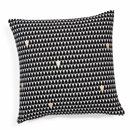 Housse de coussin motifs triangles en coton noire blanche for Housse coussin rond 40 cm