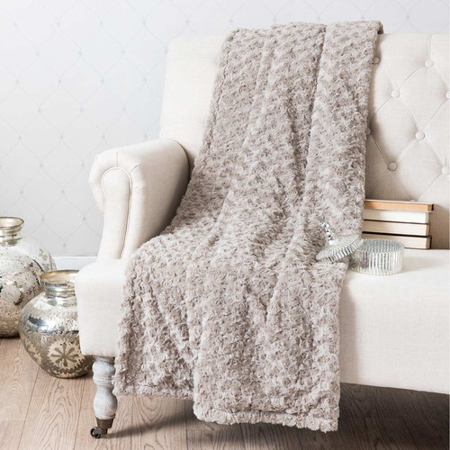 plaid en fausse fourrure beige 125 x 150 cm rose maisons. Black Bedroom Furniture Sets. Home Design Ideas