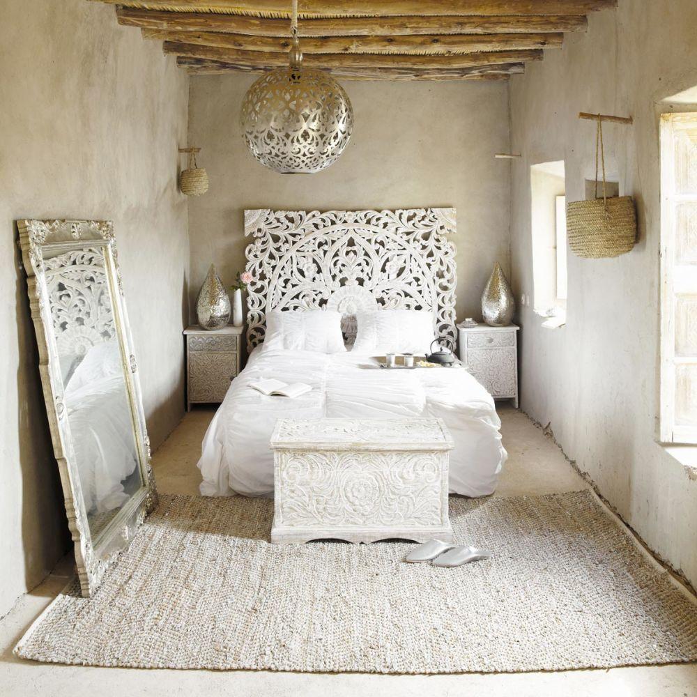 t te de lit sculpt e en manguier massif blanche effet vieilli l 160 cm kerala maisons du monde. Black Bedroom Furniture Sets. Home Design Ideas