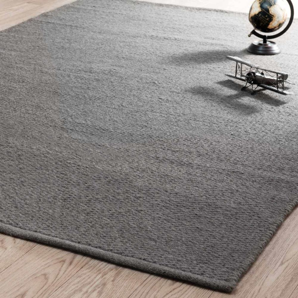 tapis essentiel gris maisons du monde. Black Bedroom Furniture Sets. Home Design Ideas