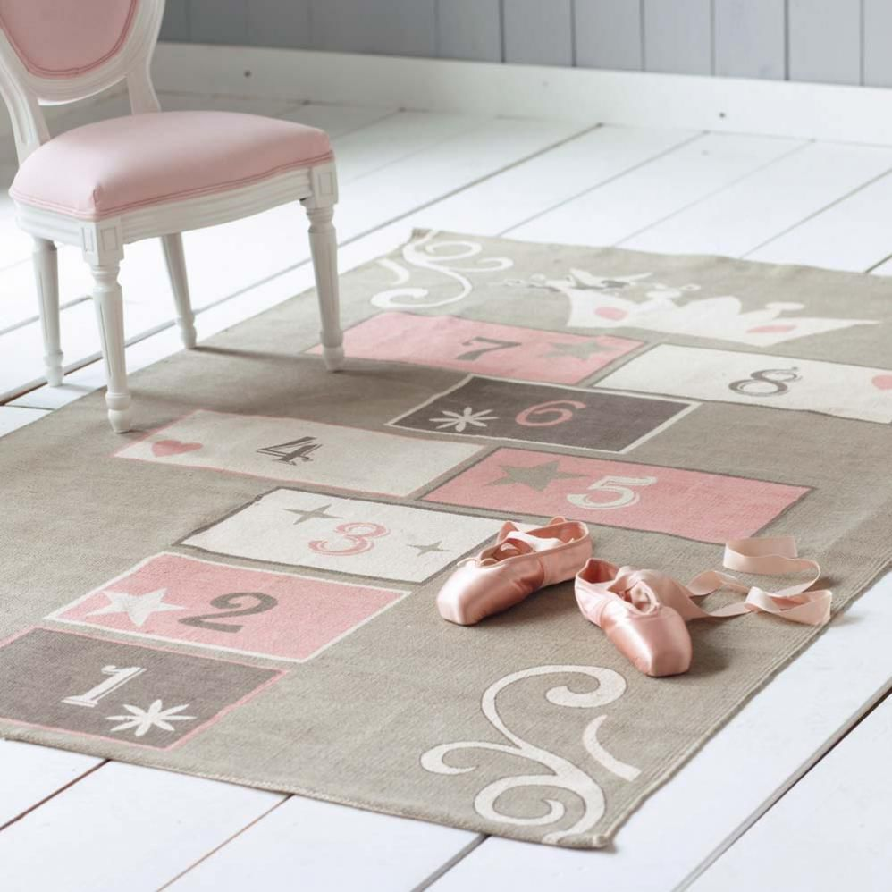 tapis marelle enfant princesse 120x180 maisons du monde. Black Bedroom Furniture Sets. Home Design Ideas