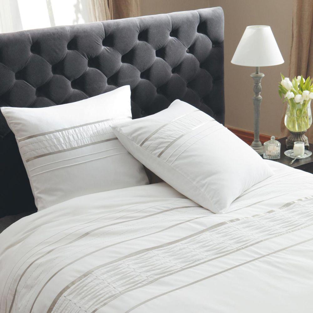 t te de lit capitonn e vintage en velours grise l 142 cm chesterfield maisons du monde. Black Bedroom Furniture Sets. Home Design Ideas