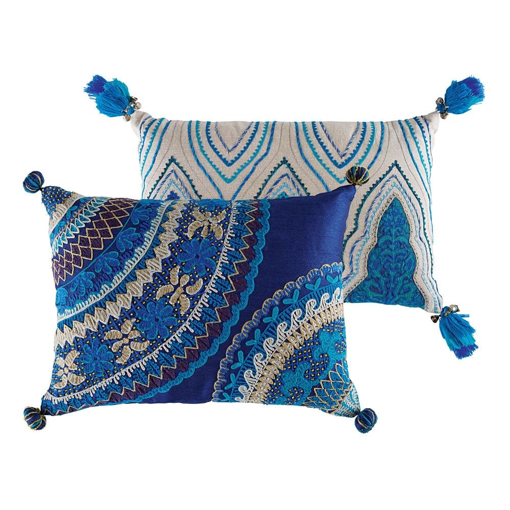 2 coussins indiens en coton bleus 30 x 45 cm et 33 x 43 cm. Black Bedroom Furniture Sets. Home Design Ideas