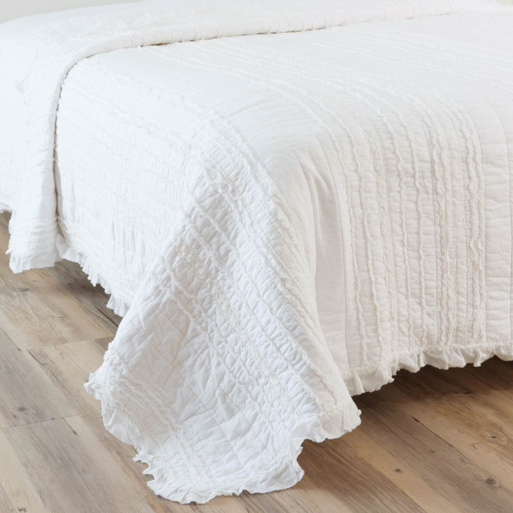 annelise cotton quilted bedspread in white 240 x 260cm maisons du monde. Black Bedroom Furniture Sets. Home Design Ideas