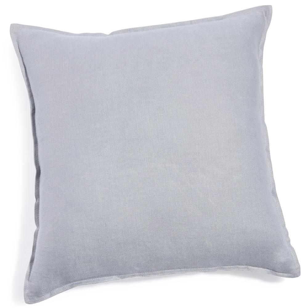 coussin en lin lav bleu nuage 60 x 60 cm maisons du monde. Black Bedroom Furniture Sets. Home Design Ideas