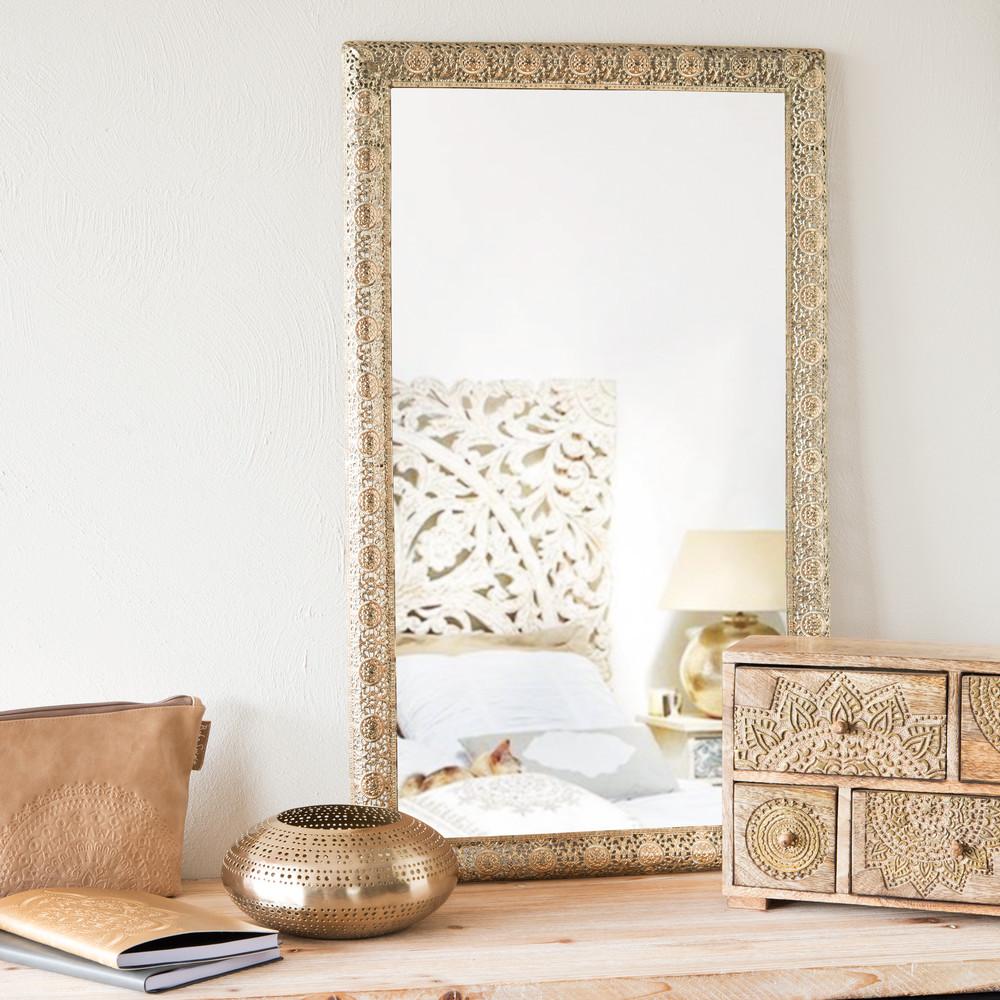 Espejo dorado de metal alt 75 cm bejaia maisons du monde for Espejos decorativos dorados