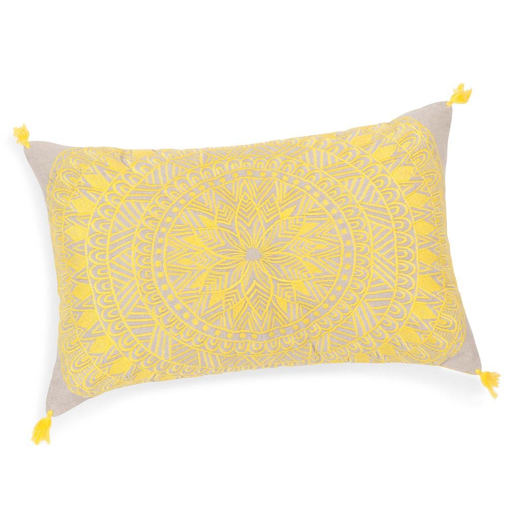 Housse de coussin pompons en coton jaune 30 x 50 cm solarium maisons du monde - Coussin jaune maison du monde ...