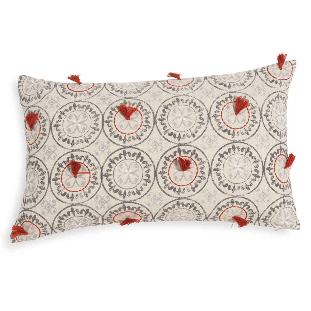 housse de coussin beige rouge pompons 30x50 cm nipawin maisons du monde. Black Bedroom Furniture Sets. Home Design Ideas
