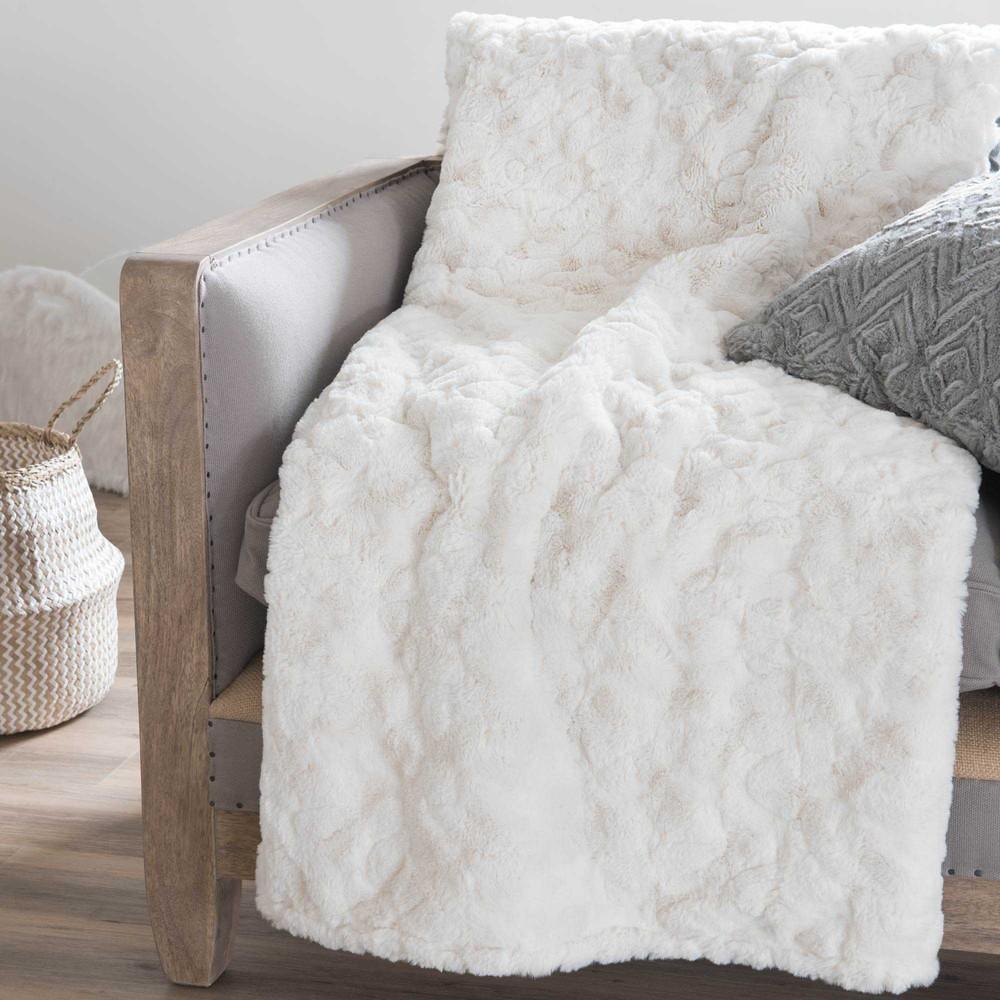 jet en fausse fourrure blanche 150 x 200 cm anastasie maisons du monde. Black Bedroom Furniture Sets. Home Design Ideas