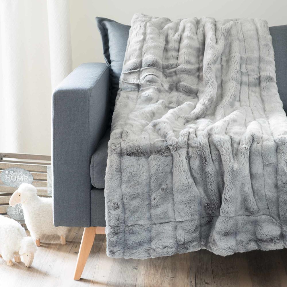 Jet en fausse fourrure gris 150 x 180 cm harmony maisons du monde - Jete de lit fausse fourrure ...