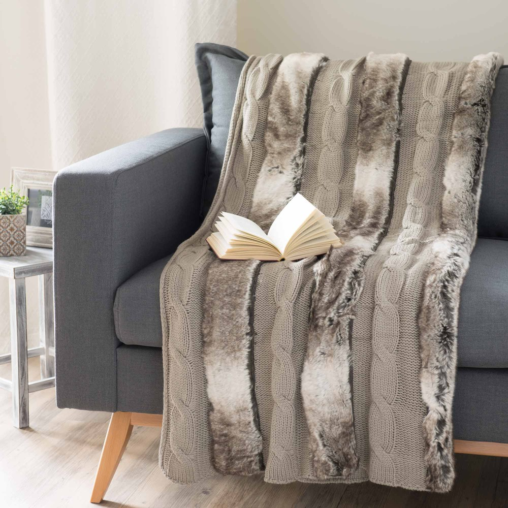 jet tricot avec fausse fourrure taupe 125 x 150 cm stockholm maisons du monde. Black Bedroom Furniture Sets. Home Design Ideas
