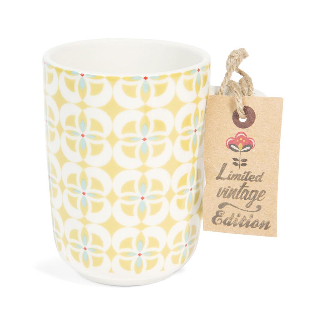 mug vintage en fa ence jaune brigitte maisons du monde. Black Bedroom Furniture Sets. Home Design Ideas