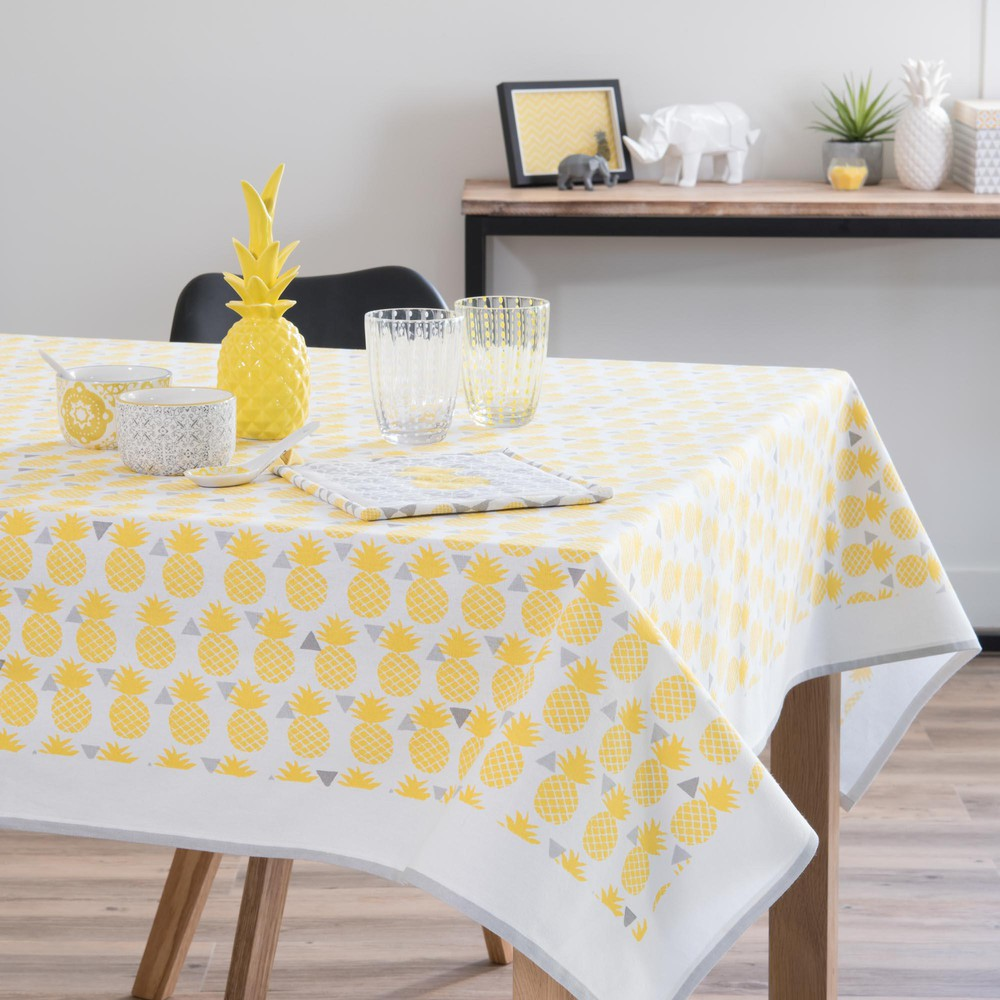 nappe carr e en coton jaune 150 x 150 cm pinapple maisons du monde. Black Bedroom Furniture Sets. Home Design Ideas