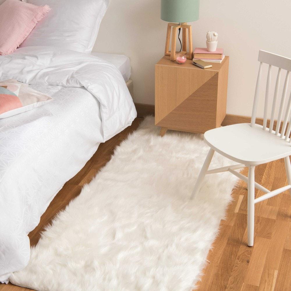 oumka faux fur rug in white 80 x 200cm maisons du monde. Black Bedroom Furniture Sets. Home Design Ideas