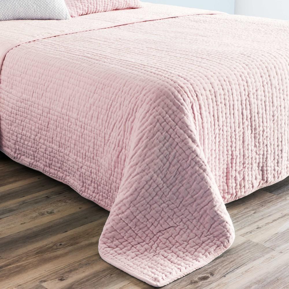 pink velvet quilted bedspread 240 x 260 cm maisons du monde. Black Bedroom Furniture Sets. Home Design Ideas