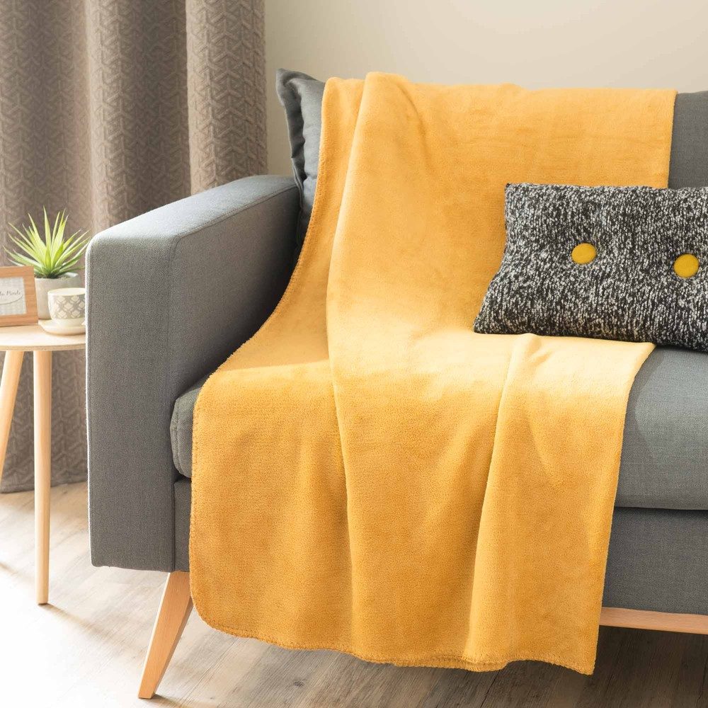 plaid doux jaune moutarde 150 x 230 cm chaleur maisons du monde. Black Bedroom Furniture Sets. Home Design Ideas