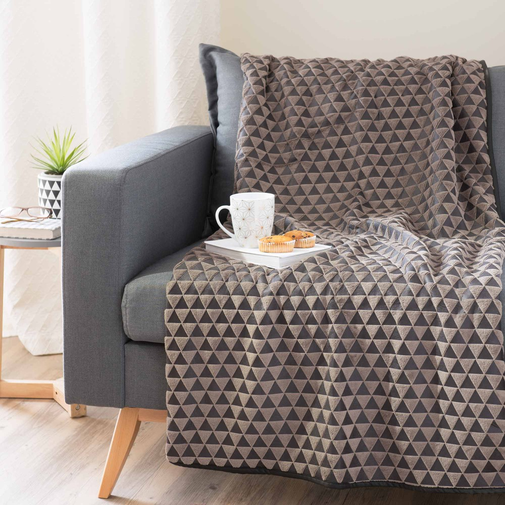Plaid motif triangles taupe 150 x 200 cm maisons du monde for Canape 150 x 200