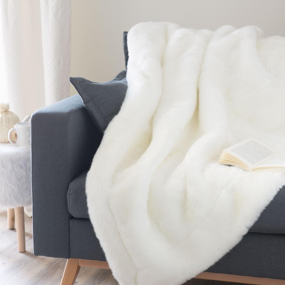 snowdown faux fur blanket in white 150 x 180cm maisons. Black Bedroom Furniture Sets. Home Design Ideas