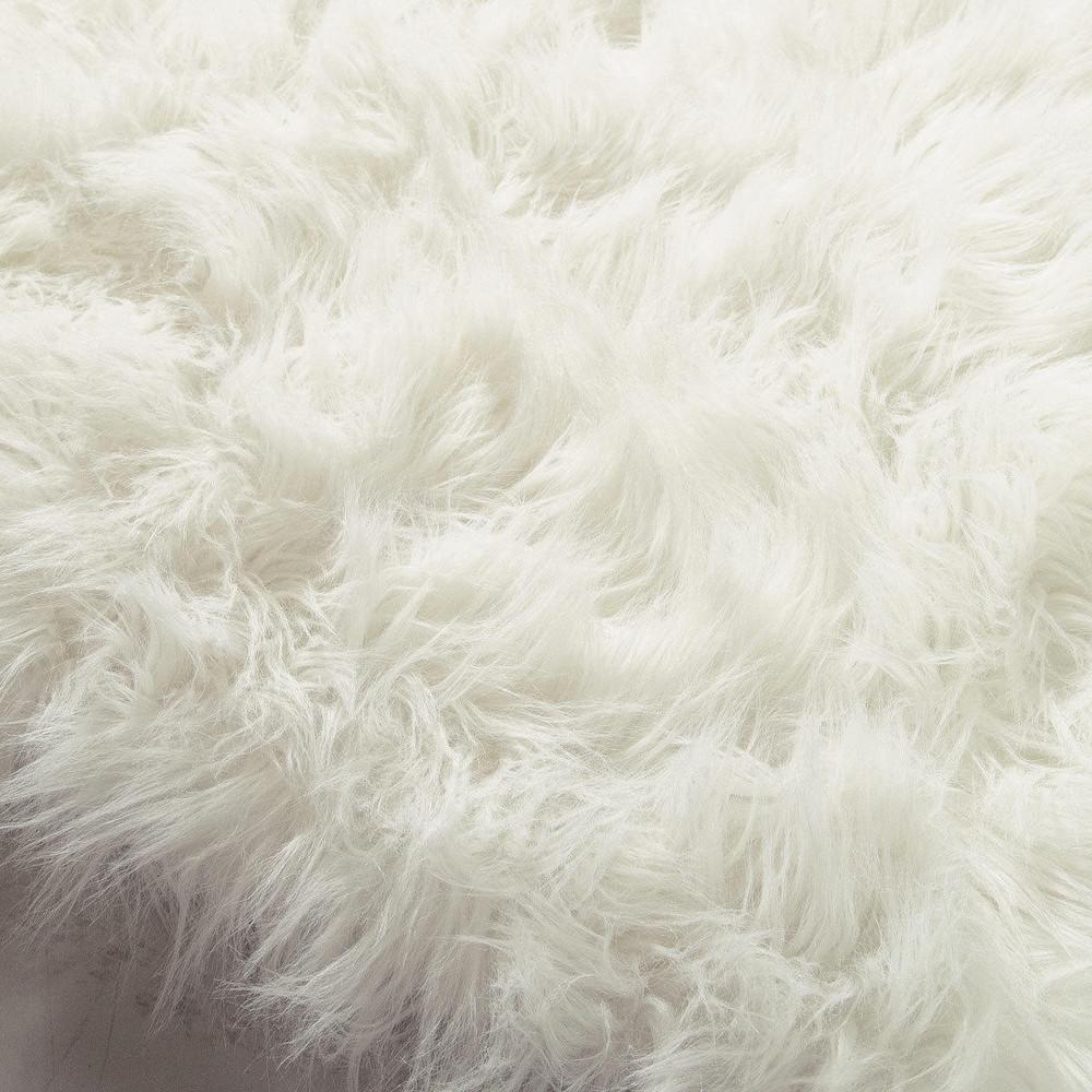tapis en fausse fourrure blanche 140 x 200 cm oumka. Black Bedroom Furniture Sets. Home Design Ideas