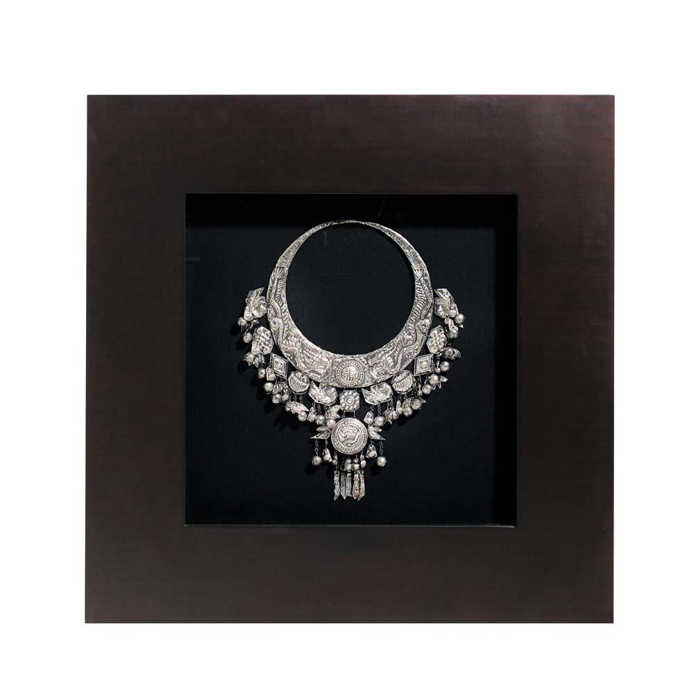 vitrine silver necklace maisons du monde. Black Bedroom Furniture Sets. Home Design Ideas