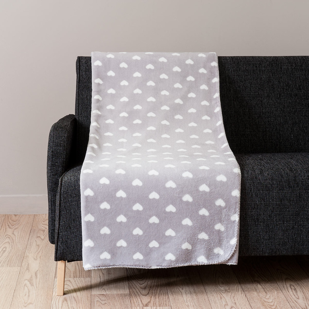 weiches plaid mit herzmotiven grau 150 x 230 cm chaleur maisons du monde. Black Bedroom Furniture Sets. Home Design Ideas